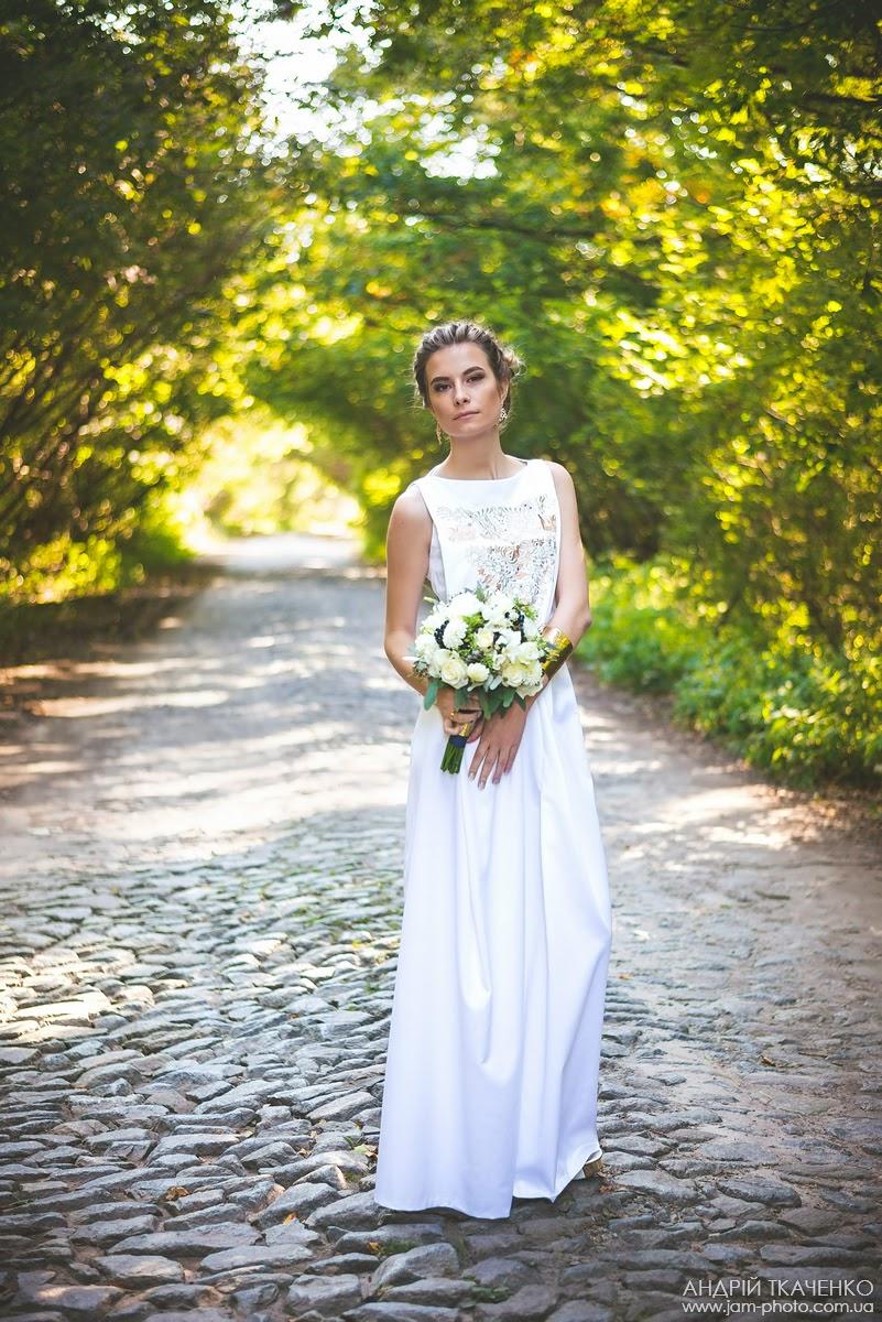 Женское вышитое свадебное платье