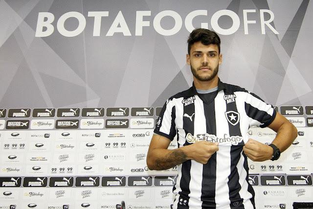 Atacante quer se firmar nos próximos 12 jogos com a camisa do Glorioso (Foto: Vitor Silva/SS Press)