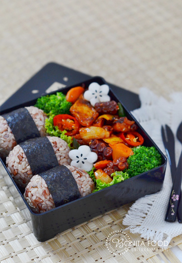 Korean fish cake and octopus stir fry bento for Bonita fish recipes