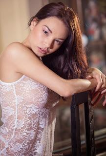 热裸女 - feminax-sexy-nici-dee-sensual-poses-naked-showing-her-tight-pussy-10-727210.jpg