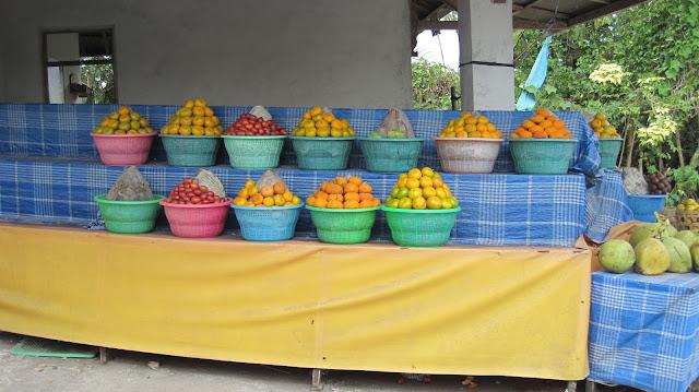 Puestecillos de fruta en Bali