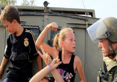 COOL : Askar Israel Disepak Budak Perempuan Palestin Berumur 10 Tahun