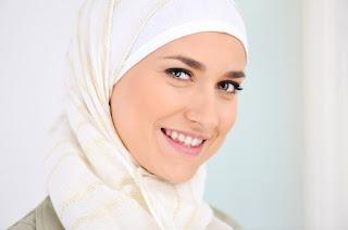 10 Tips Merawat Rambut Wanita Berjilbab