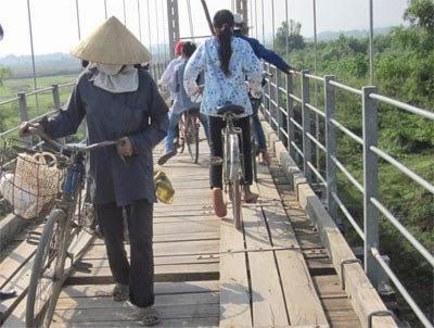 Gia Lai: Tạm dừng lưu thông 13 cầu treo để sửa chữa
