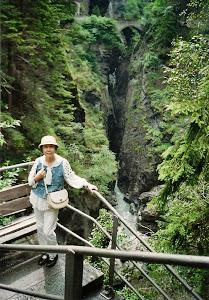 2010.6,瑞士奇峰Viamala,脚下是穿山越石,急速奔腾的莱因河。