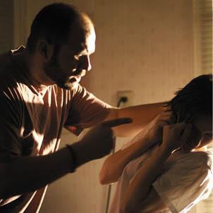 Em briga de Marido e Mulher, a Polícia pode Meter a Colher.