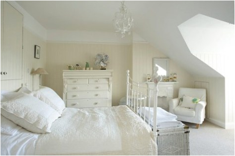 Vintage style girls bedroom