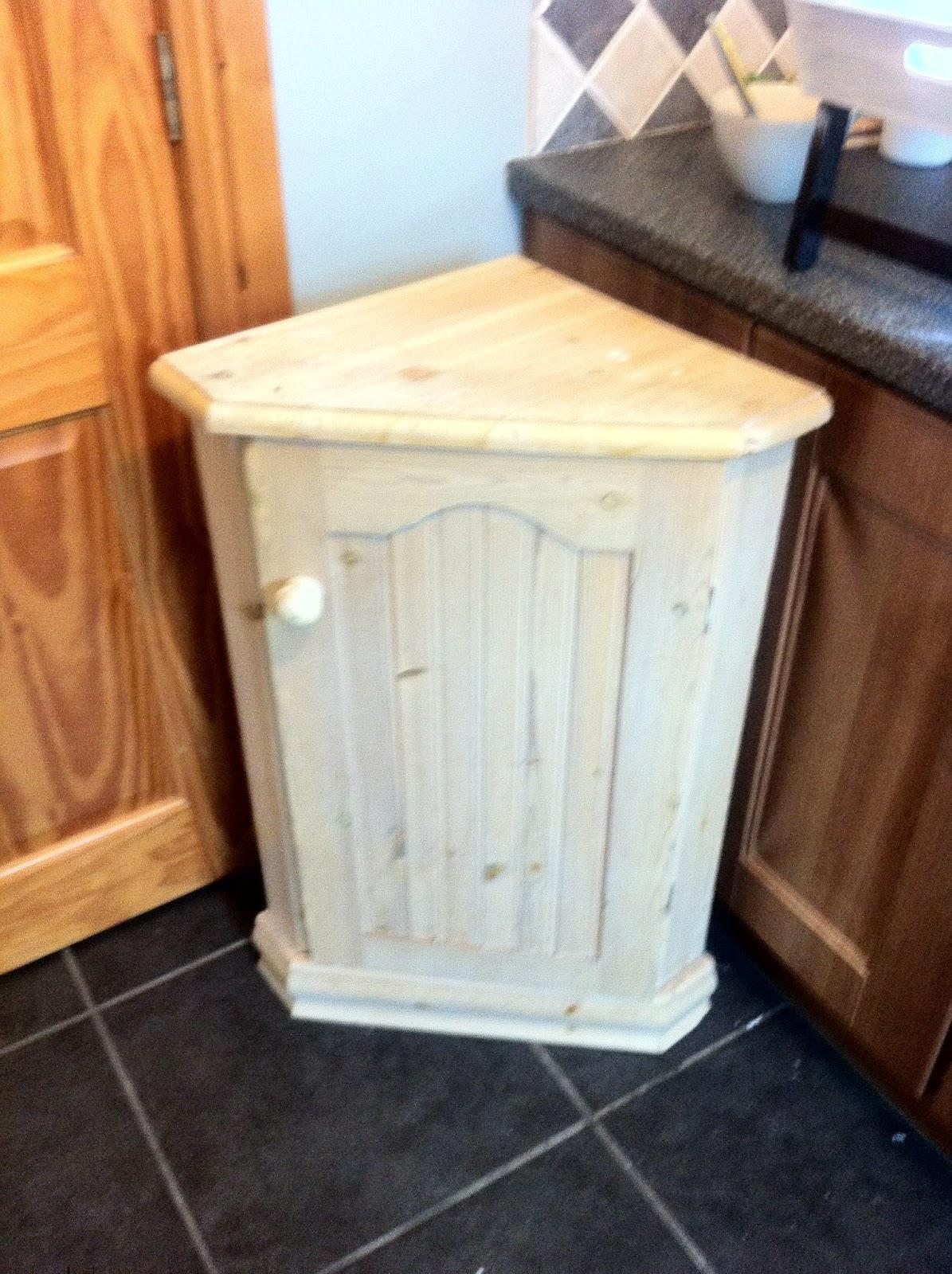 szafka ręcznie malowana