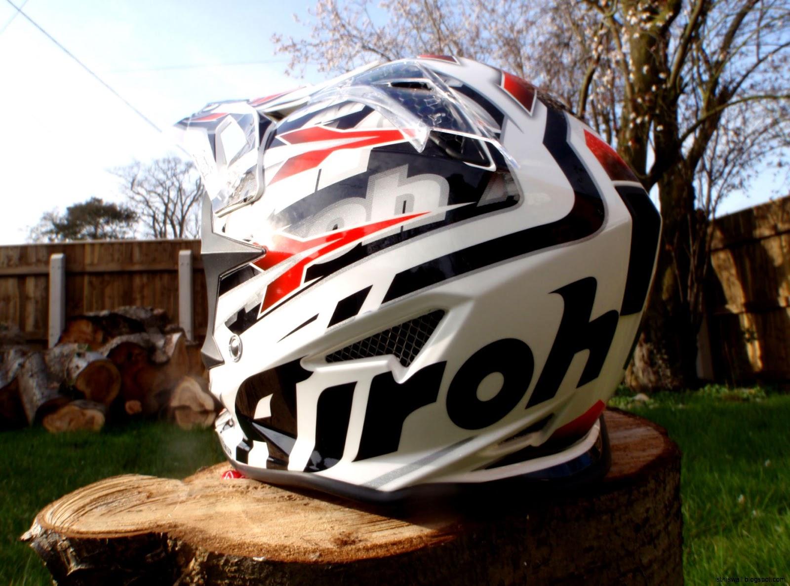 701 Airoh Helmet