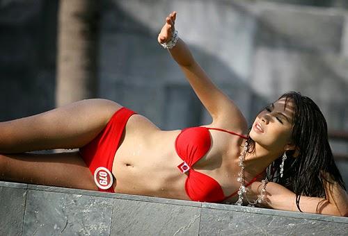 Hoa Hậu Việt Nam mặc bikini tỏa sắc bên bể bơi 16
