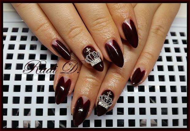 nails dark red