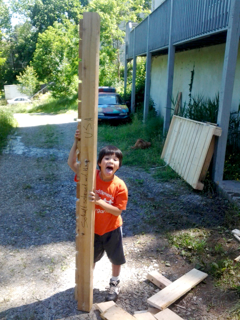 sturdy little helper stands up a timber over twice his size