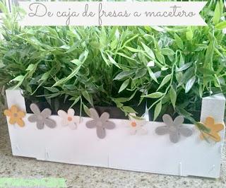 http://www.elrincondelascosasbonitas.com/2013/05/reciclando-cajas-de-fruta-un-macetero.html