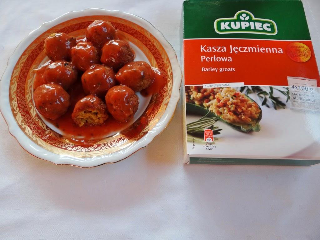 Kulki z kaszy jęczmiennej w sosie pomidorowym