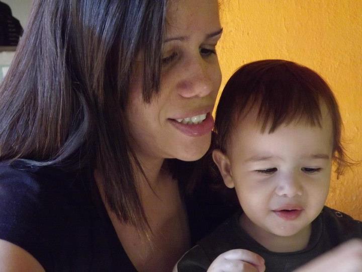 Um doce de bebe: Comendo jabuticaba - photo#10