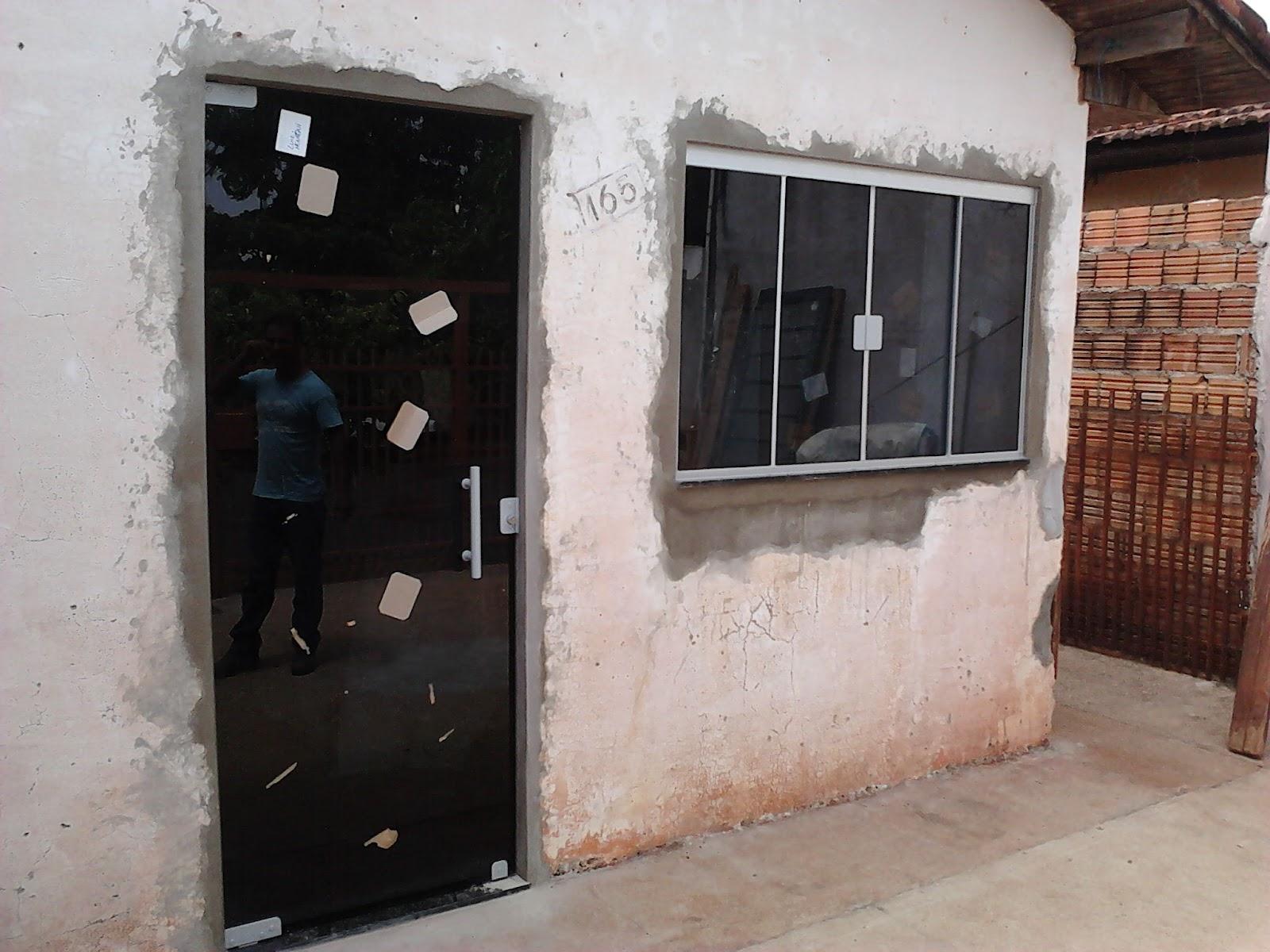 Os vidro utilizados é o Fumê 08mm para Janela e 10mm para a Porta #674336 1600 1200