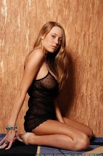 Twerking blondes - sexygirl-karina5_6-721135.jpg