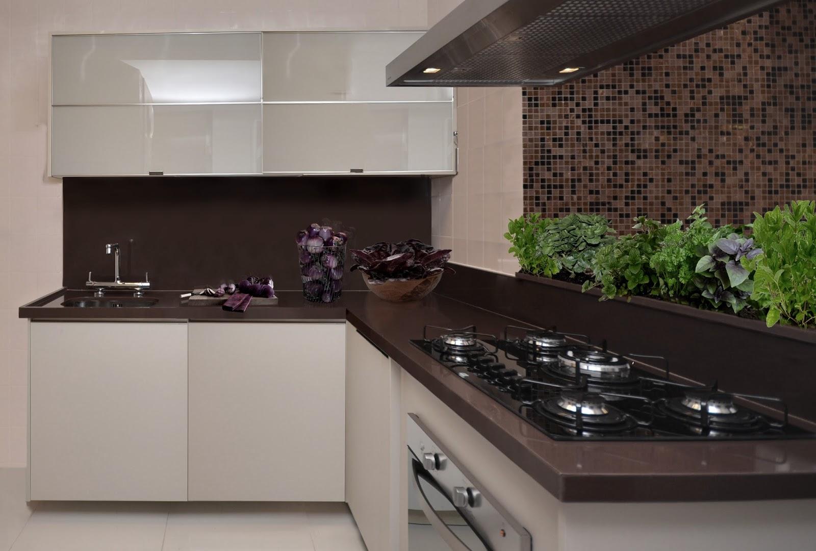 """cozinha chic e glamourosa? """"Uma ideia é o granito marrom absoluto  #495F26 1600x1080 Banheiro Com Granito Marrom Absoluto"""