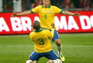 Dedé se emociona após primeiro gol pela Seleção