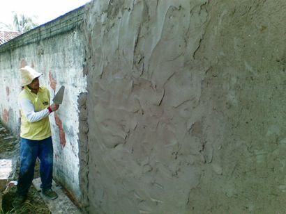 rebocando muro de alvenaria tradicional
