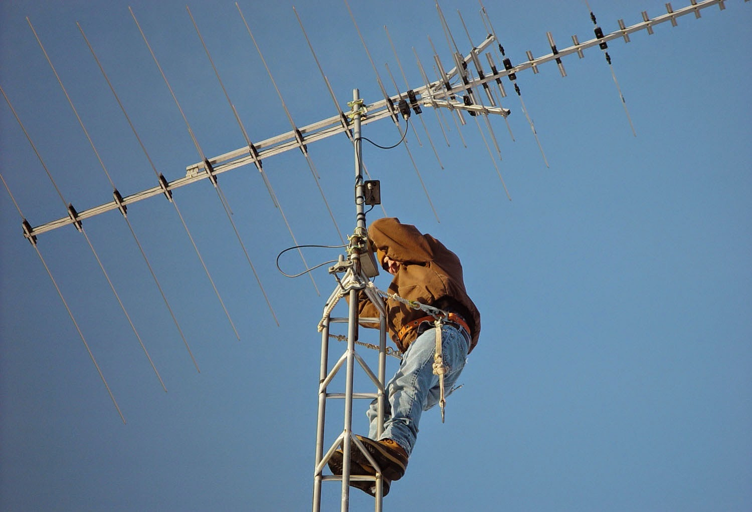 Safety measure during antenna installation