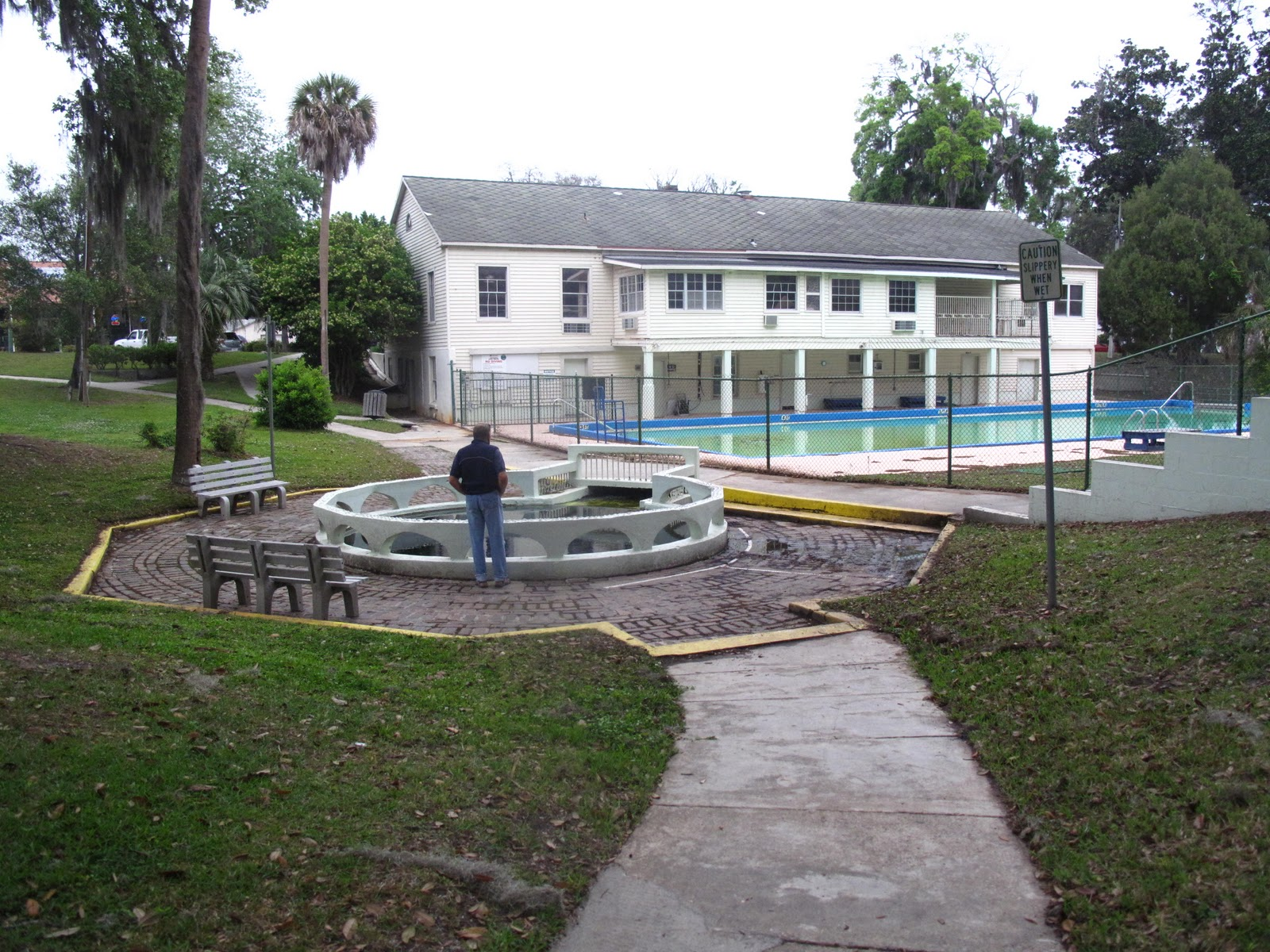 Water runs from the spring to the pool then out into the st johns river