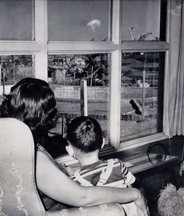 40 Must-See Photos Of The Past - Mom and son watching the mushroom cloud after an atomic test, Las Vegas, 1953