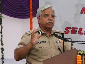 Delhi Police chief interacts girl child: Each one Teach one