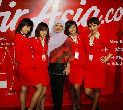 Foto Seksi Bening Pramugari Air Asia9