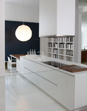 Bridoor s l cocina blanca - Alicatar cocina detras muebles ...