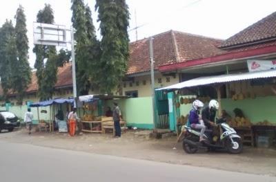 pedagang durian di barat SMPN1 Matesih