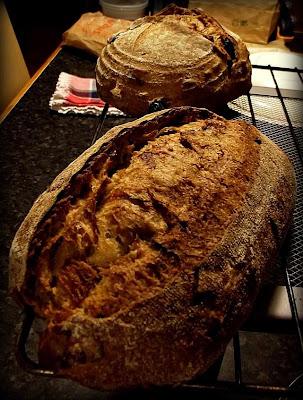 Pan ecológico de espelta y trigo con nueces, pasas y cebolla caramelizada