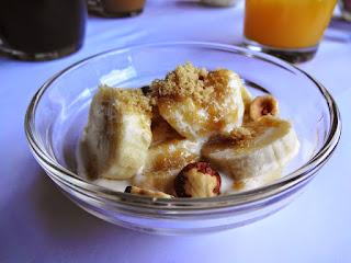 Fresh bananas and cream with toasted hazelnuts