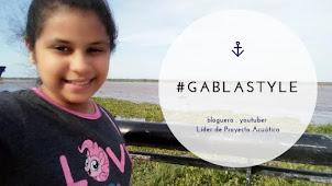 Ella es de la Tribu Bloguera