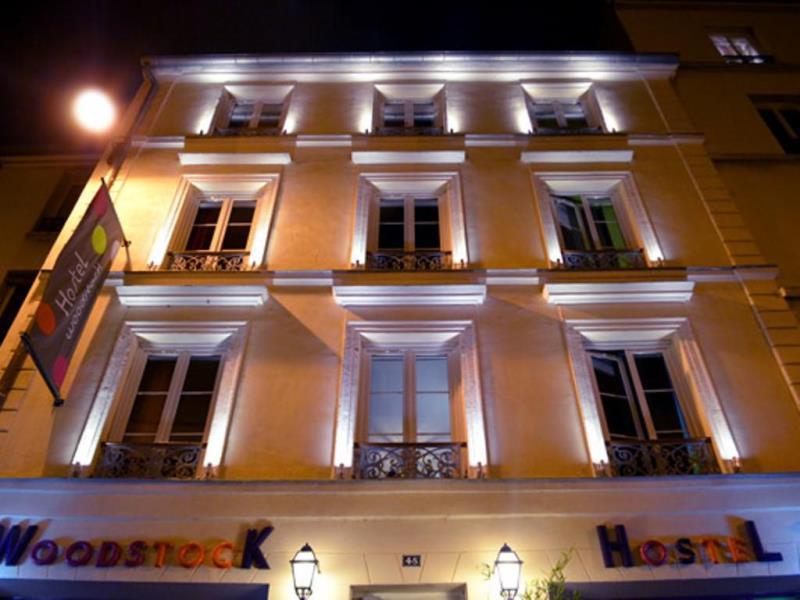 http://www.agoda.com/id-id/woodstock-hostel/hotel/paris-fr.html?cid=1724335&tag=SBNR_banner_1724335_12985_15