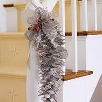 Como hacer adornos para Navidad unsando piñas