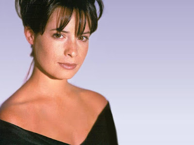 American Actress Holly Marie Combs Wallpaper
