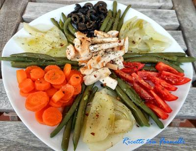 straccetti di pollo con verdure a vapore