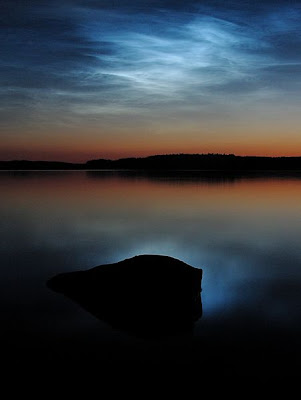 450px-Noctilucent_clouds_over_saimaa
