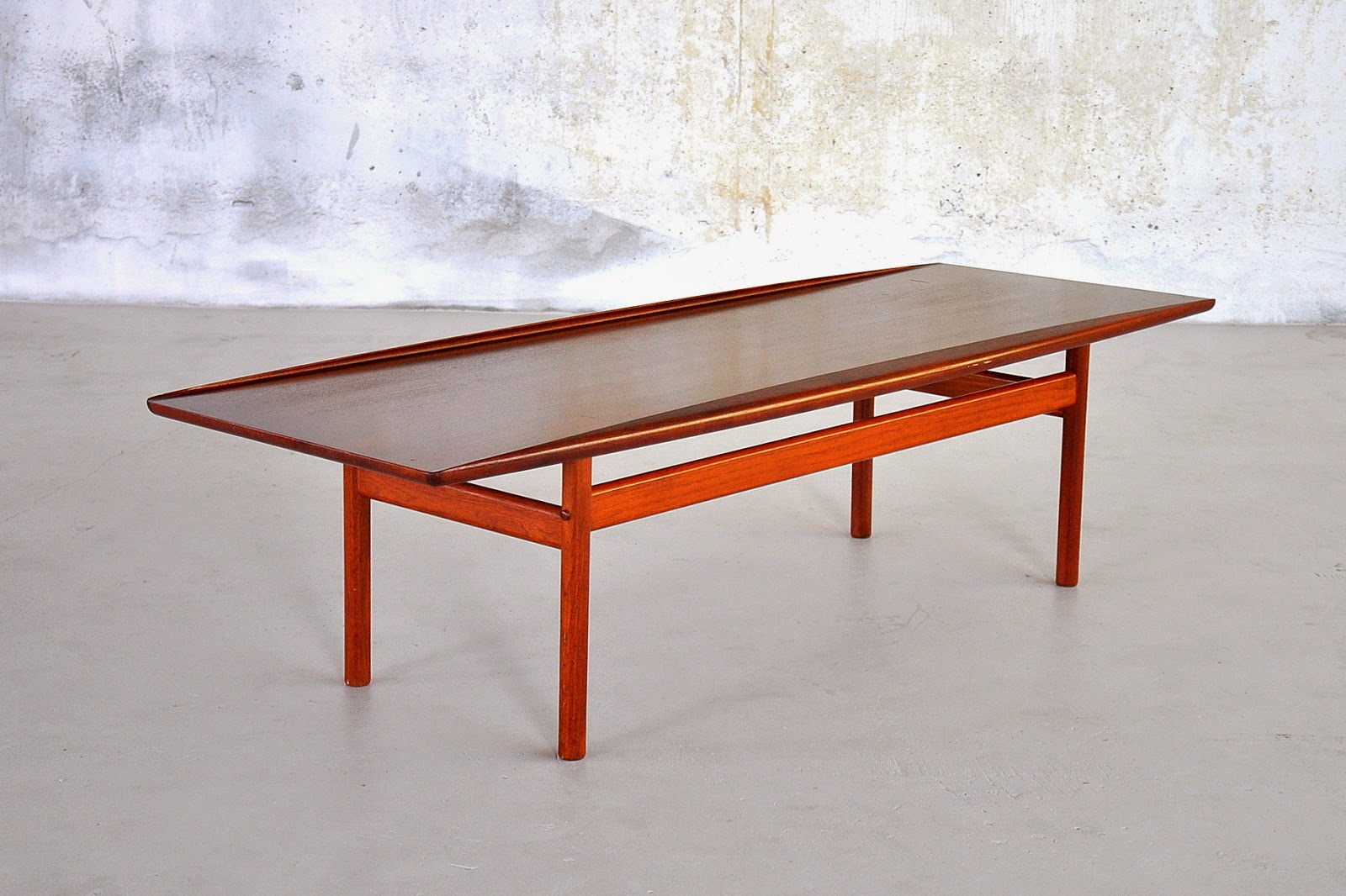 Merveilleux Grete Jalk Surfboard Coffee Table