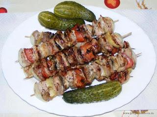 frigarui, retete culinare, retete de mancare, frigarui de porc, frigarui la gratar, frigarui de porc cu legume, frigarui cu carne si legume, preparate culinare, retete pentru gratar, retete cu porc, preparate din porc, retete cu carne de porc, food, recipes, retete frigarui, reteta frigarui, gratar,