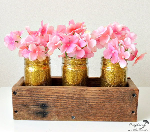 DIY Glitter Glass Jars ||  www.craftingintherain.com