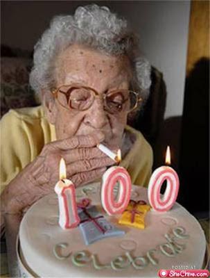 smesna slika, baba slavi stoti rodjendan