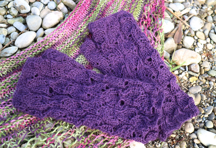 Knitting Pattern For Gallatin Scarf : kaninchenherz: Gallatin Scarf & Fallberry Mitts