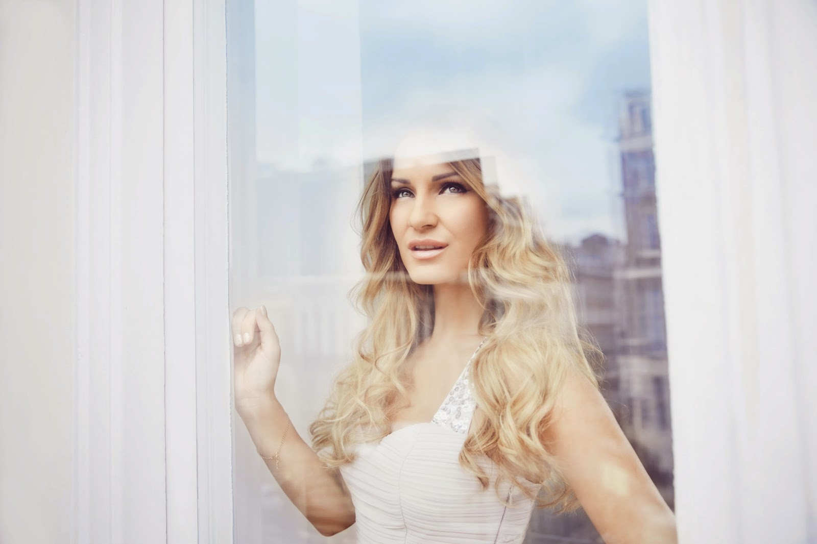 Samantha Sam Faiers TOWIE Debut fragrance La Bella
