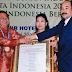 Bupati Nias Terima Penghargaan Citra Eksekutif Pembangunan Indonesia 2015