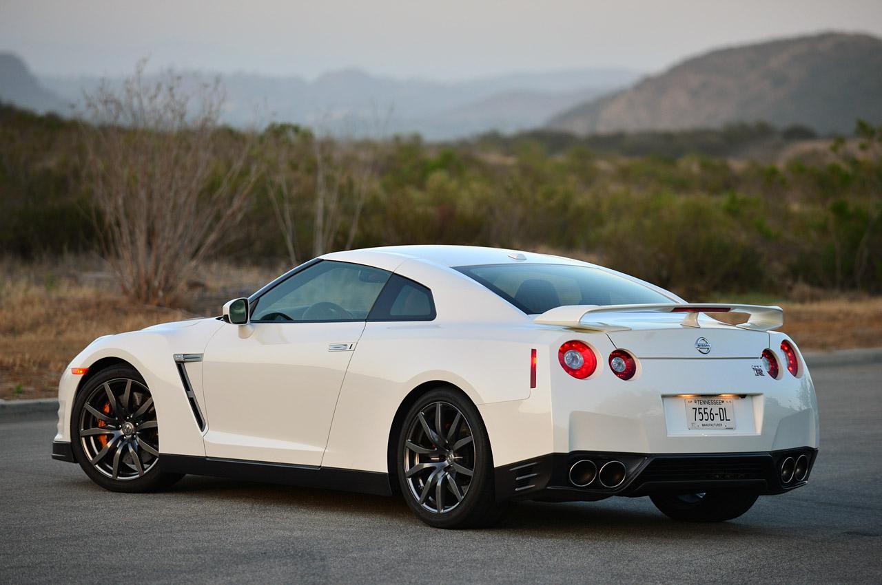 © Automotiveblogz: 2014 Nissan GT-R: Review Photos