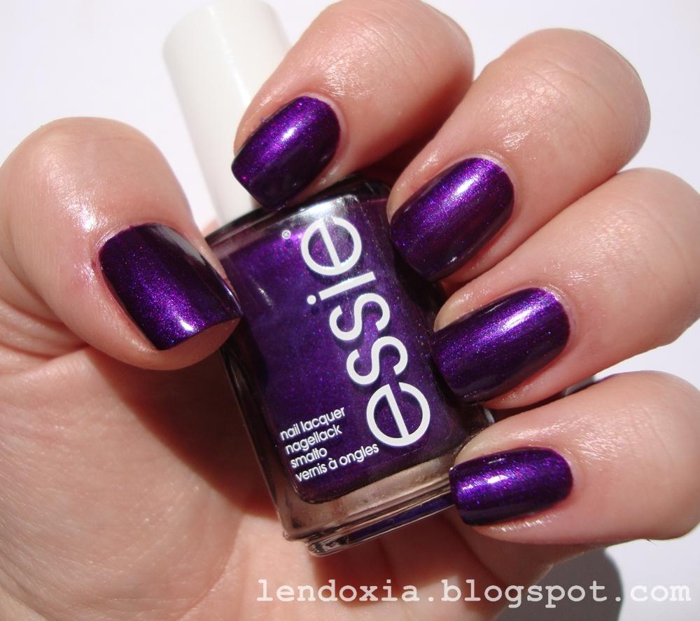 Essie Sexy divide ljubicasti lak za nokte
