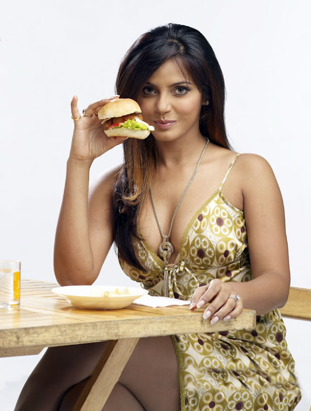 Neetu chandra eating buger - Neetu chandra Burger Eating Hot Pics