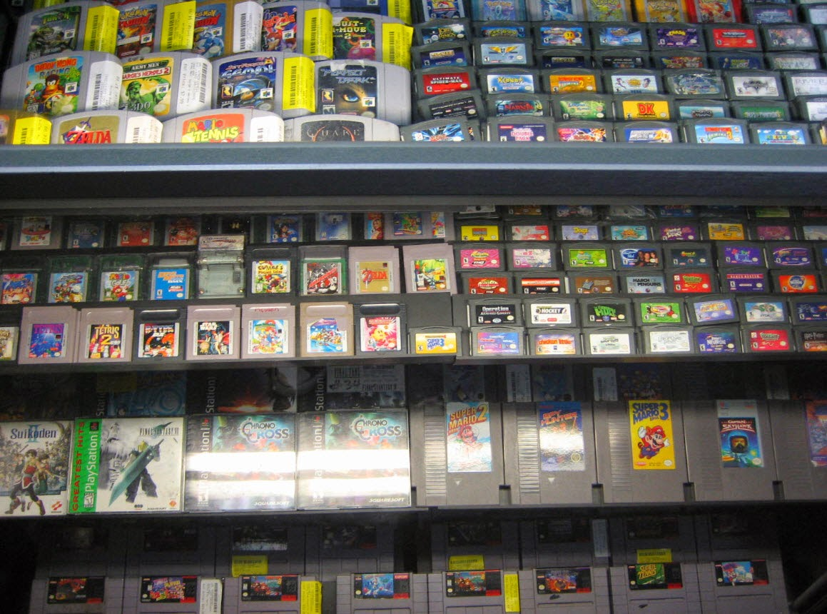 The above image should look familiar too if you have ever stumbled upon a store that specializes in retrogame selling let me state outright